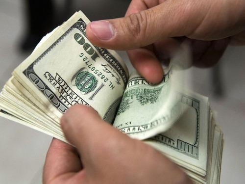 Está Disponible A Ayudarlo En Todos Sus Problemas Financiero